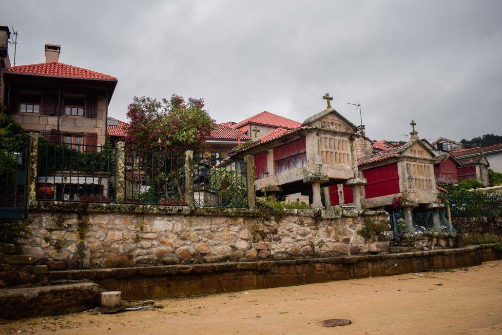 Combarro, un pueblo de tierra y hórreos