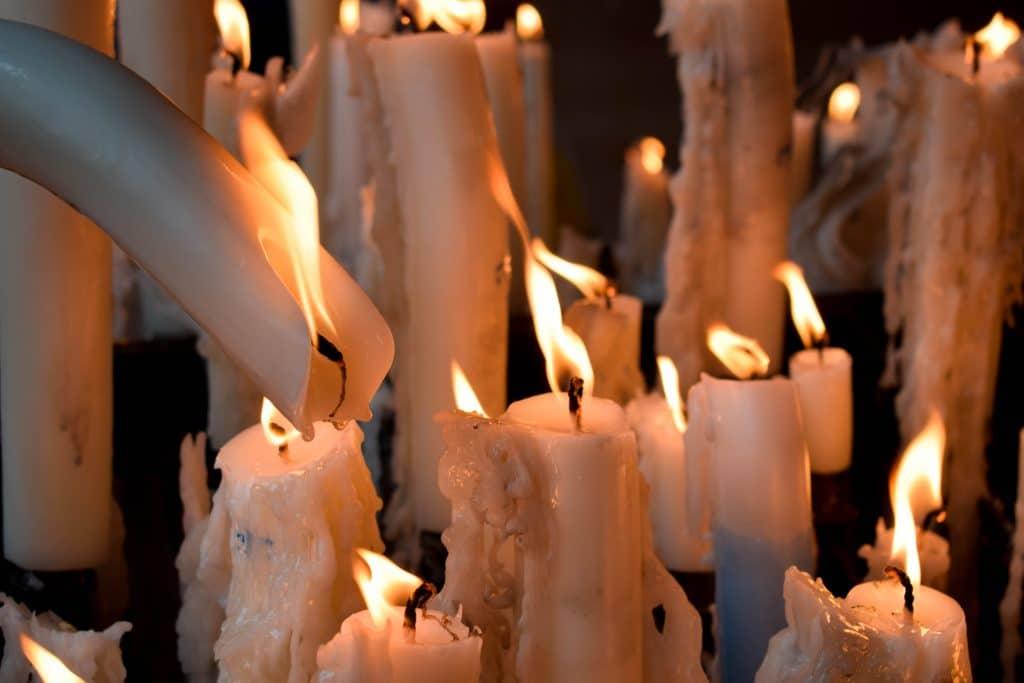 Procesión a la luz de las velas