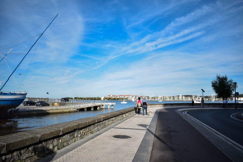 Zona del puerto y playa