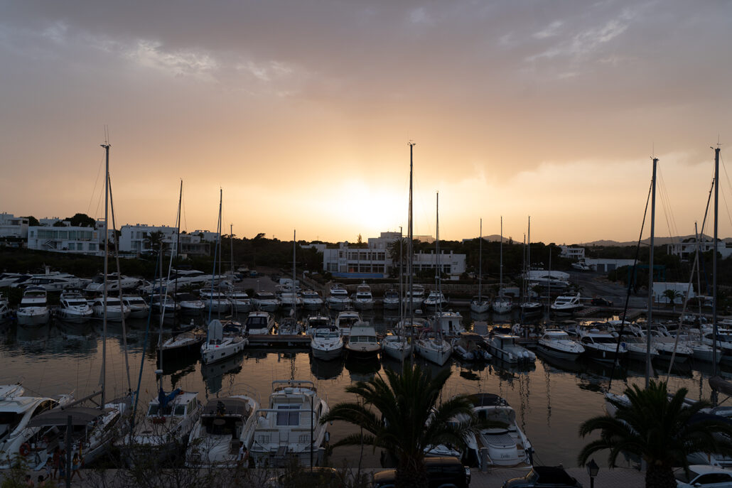 Atardecer en el puerto de Cala Dor